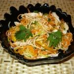 Салат с фунчозой, курицей и овощами