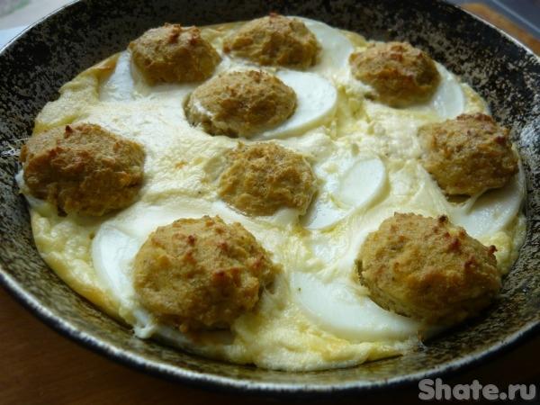 Запеканка с яйцами, фаршированными печеночным паштетом