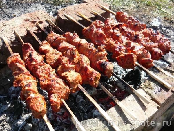 Шашлык из свинины маринованный в томате