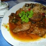 Мясо в итальянском стиле с помидорами, чесноком и оливками