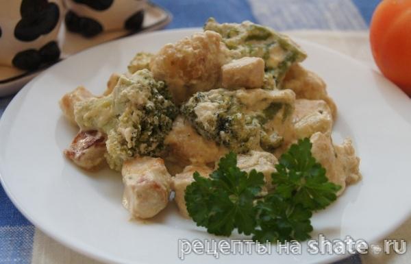 Курица с цветной капустой и брокколи в сливках