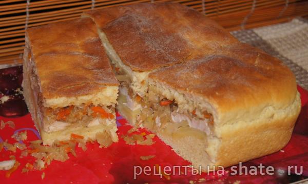 Пирог с курицей, картофелем и кислой капустой