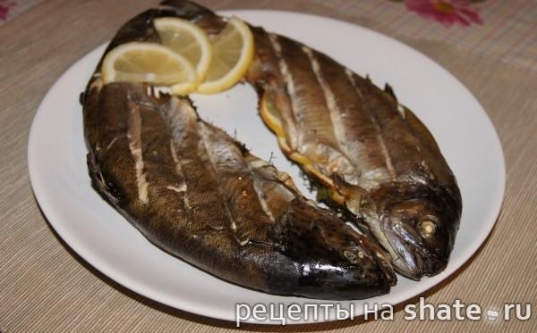 Рыба в гриле с зеленью и лимоном