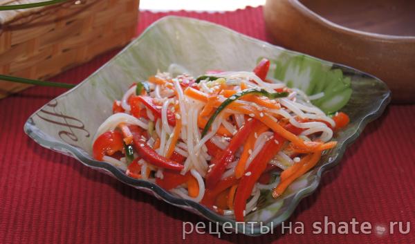 Острый салат с фунчозой и овощами