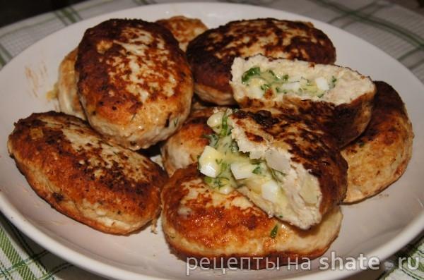 Куриные котлетки с сыром и яйцом