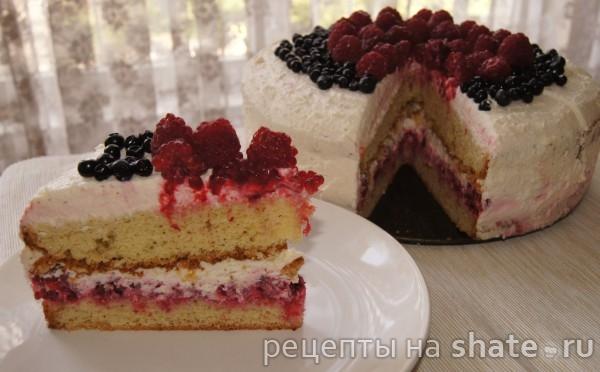 Бисквитный торт с малиной и сливочно-творожным кремом